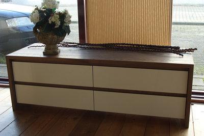 Maatwerk eiken / combi hoogglans tv meubel showmodel