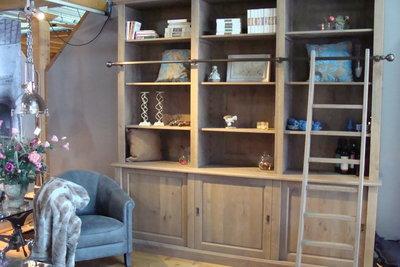 Bibliotheekkast met trap / massief eiken